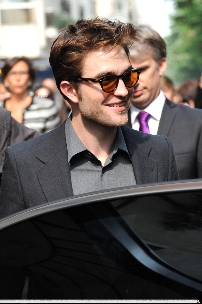 Rob in Paris - today - twilight-series photo