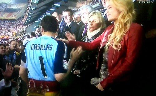 Шакира touches Casillas