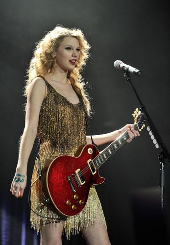 Speak Now World Tour: London, England [March 30th, 2011]