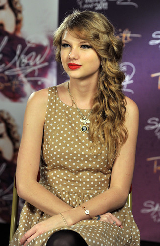 Speak Now World Tour: London, England [March 30th, 2011]