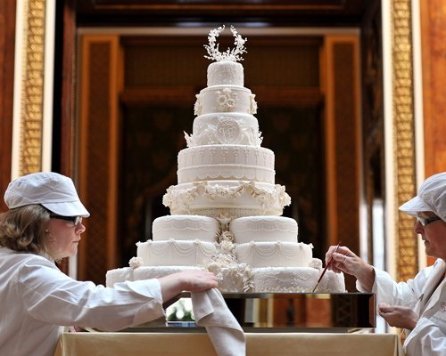 Prince William and Kate Middleton wallpaper called The Wedding Cake.