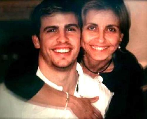 piqué and mother smile