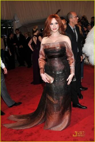 "क्रिसटीना हेंड्रिक्स वॉलपेपर titled ""Alexander McQueen: Savage Beauty"" Costume Institute Gala At The Metropolitan Museum Of Art"
