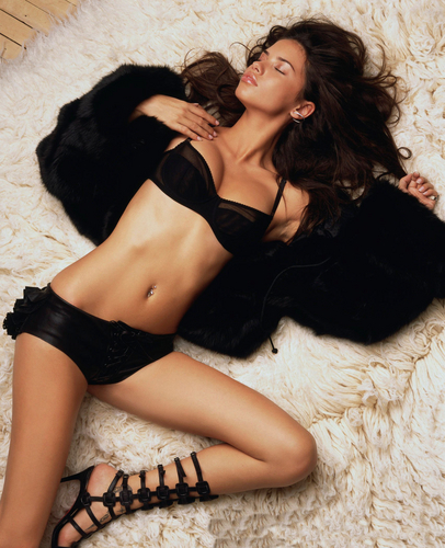 Adriana Lima karatasi la kupamba ukuta probably with attractiveness, a lingerie, and a bikini titled Adriana [GQ] 2002
