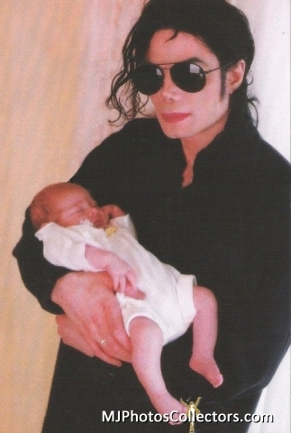 Baby Paris with Father Michael Jackson [= <3