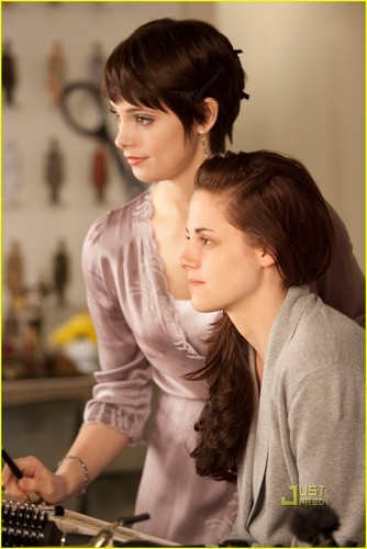 Alice Cullen wolpeyper titled Breaking Dawn Part 1