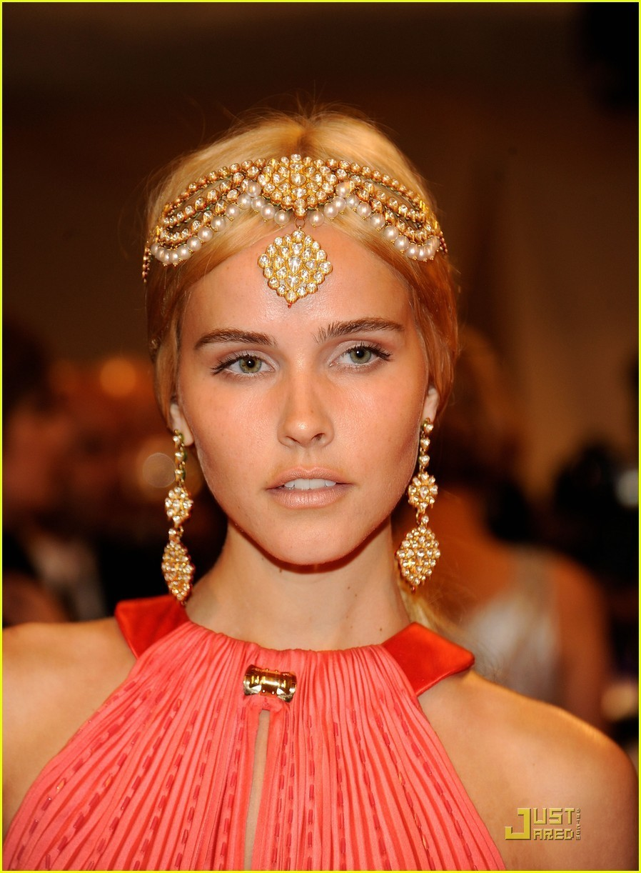 Isabel Lucas - Photo Actress