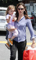 Jen @ Brentwood Country Mart with Seraphina 4/23/11 - jennifer-garner photo
