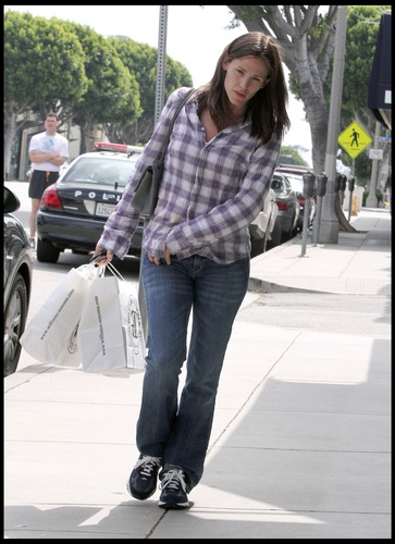 Jen out & about in Brentwood 4/18/11