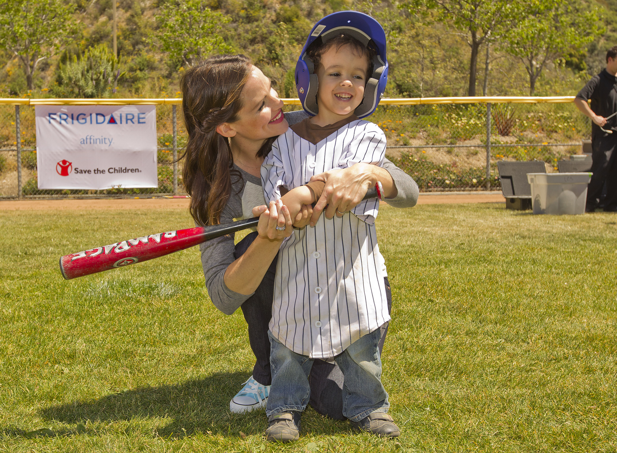 Jennifer Garner And Frigidaire Go To Bat For Save The Children