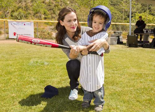Jennifer Garner And Frigidaire Go To Bat For Save The Children