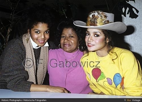 LATOYA JACKSON WITH FAMILY 1982