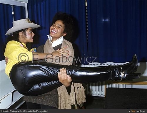 LATOYA JACKSON WITH SISTER JANET JACKSON 1982