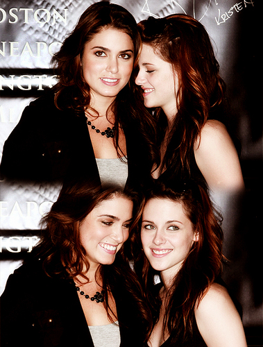 http://images4.fanpop.com/image/photos/21600000/Love-them-nikki-reed-and-kristen-stewart-21648984-379-500.jpg