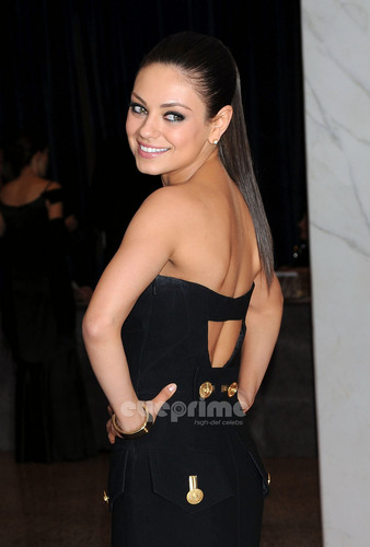 Mila Kunis at White House jantar in Washington, Apr 30