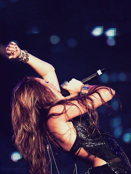 Pics Photos Miley Cyrus Bangerz Tour Special Photos Zap2it News ...