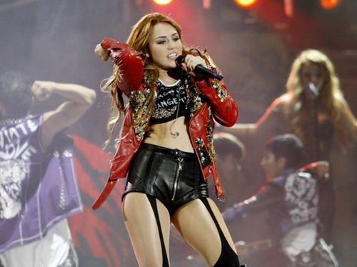 Miley - Gypsy 심장 Tour (2011) - On Stage - Lima, Peru - 1st May 2011
