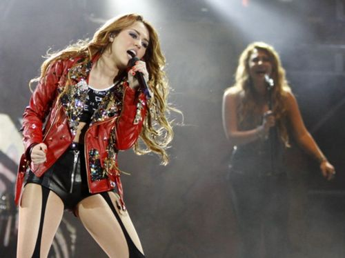 Miley - Gypsy Heart Tour (2011) - On Stage - Lima, Peru - 1st May 2011