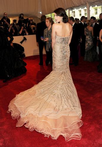 New shots of Ashley Greene at Met Gala!
