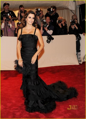 Penelope Cruz - MET Ball 2011 with Oscar de la Renta!