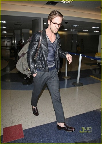 Ryan Gosling: Glasses Guy at LAX