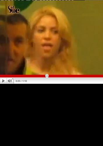 Shakira seduces tonque Piqué