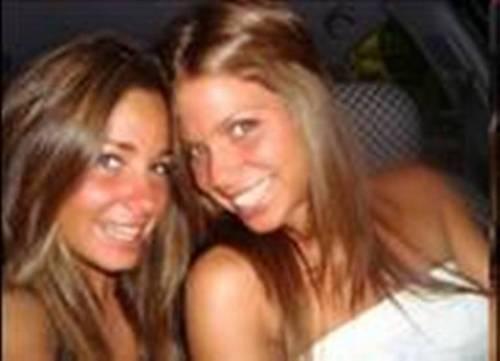 ex girlfriend Piqué:Nuria Thomas and Anna Molins twins look 2
