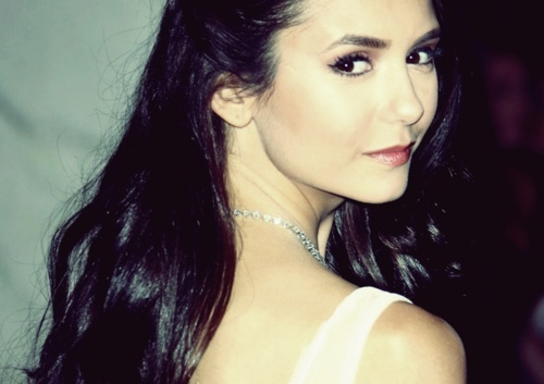 Nina Dobrev fond d'écran probably containing attractiveness and a portrait called gorgeous