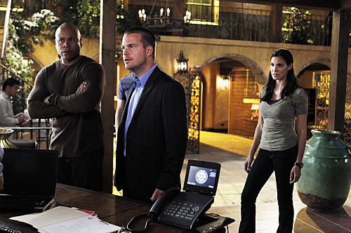 NCIS: Los Angeles fond d'écran probably containing a laptop and a business suit titled 2x24- Familia-promo