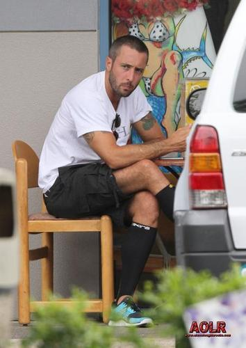 Alex O'Loughlin wallpaper called Alex was spotted enjoying breakfast in Oahu on May 5, 2011