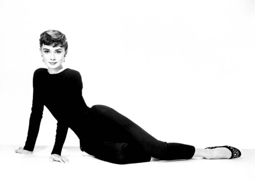 Audrey Hepburn wallpaper probably with a well dressed person and a business suit called Audrey Hepburn