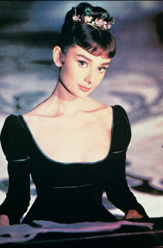Audrey Hepburn wallpaper probably containing a leotard and tights titled Audrey Hepburn