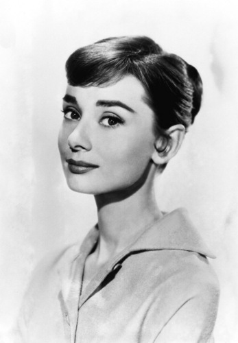 Audrey Hepburn wallpaper possibly containing a portrait called Audrey Hepburn