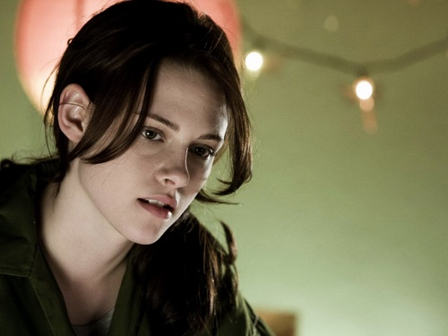 Bella Swan wallpaper with a green beret, fatigues, and battle dress entitled Bella <3