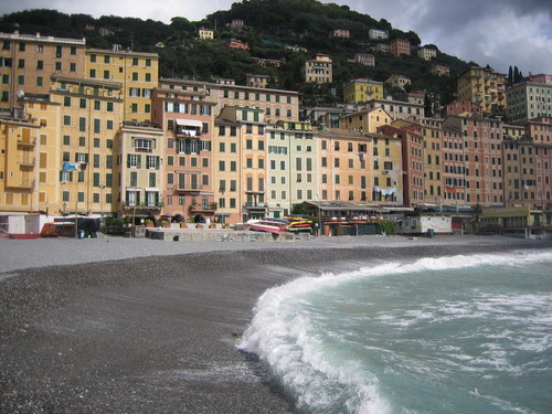 Italy 바탕화면 with a business district and a resort called Camogli, Italy