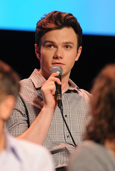 http://images4.fanpop.com/image/photos/21700000/Chris-Colfer-glee-21736825-401-594.jpg