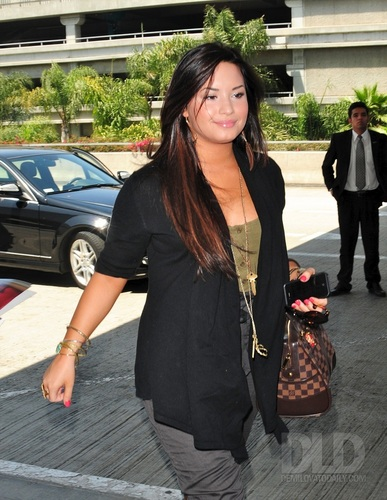 Demi - Departs from LAX Airport - May 6, 2011