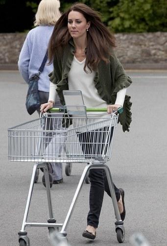 Duchess of Cambridge-Waitrose Shopping