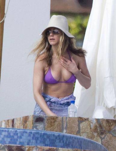 Jen Aniston's Bikini Thanksgiving