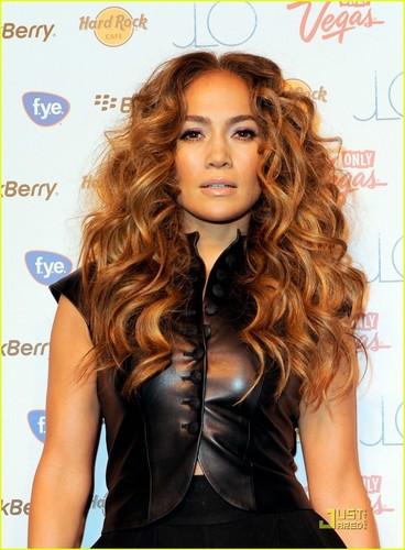 Jennifer Lopez: LOVE? CD Signing