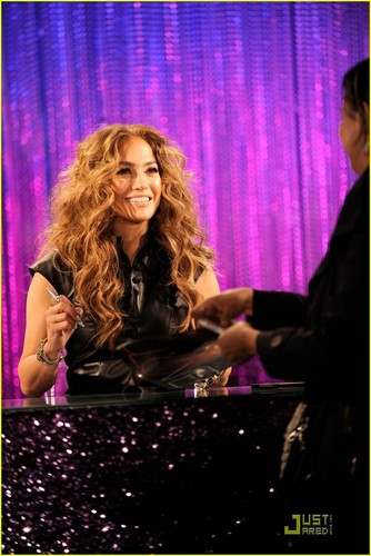 Jennifer Lopez: LOVE? CD Signing