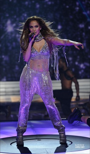 Jennifer - Performance TV - American Idol, May 5 2011