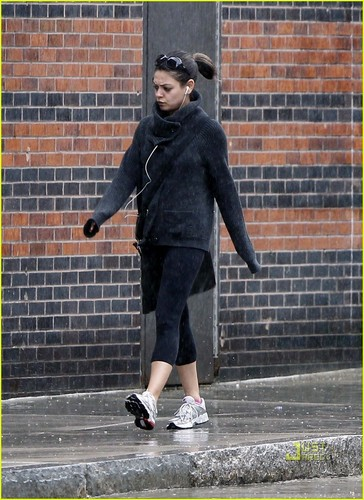 Mila Kunis: starbucks Run in Boston!