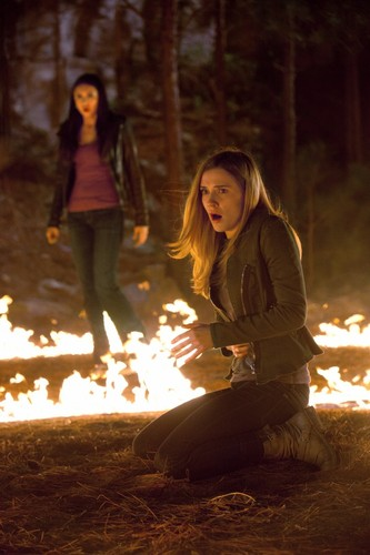 New stills of Sara as Jenna Sommers in TVD 2x21: 'The Sun Also Rises' [HQ]!