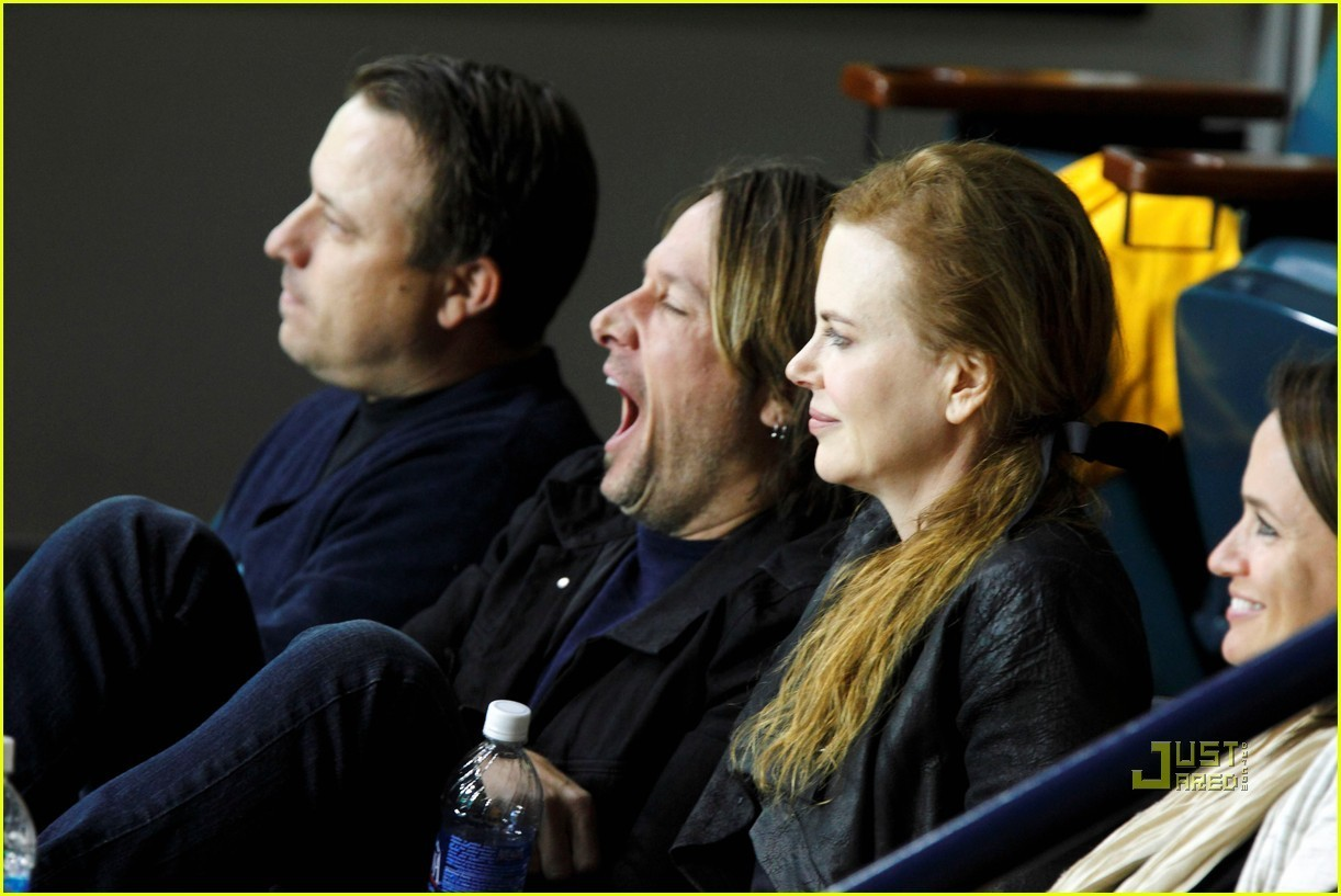 Nicole Kidman & Keith Urban: Canucks Green Men Pic!