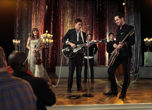 "Gossip Girl wallpaper probably with a concert entitled Season 4, Episode 22: ""The Wrong Goodbye"""