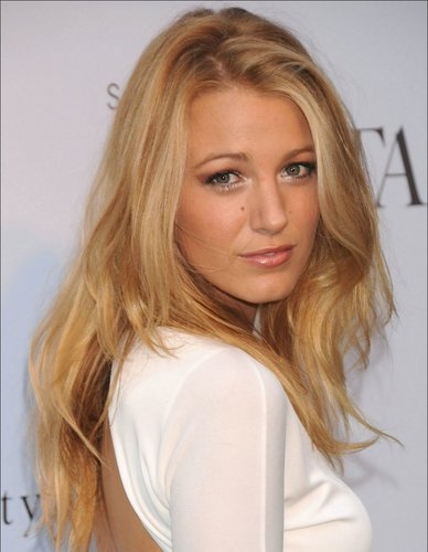 Serena Van Der Woodsen wallpaper containing a portrait and attractiveness entitled Serena Van Der Woodsen