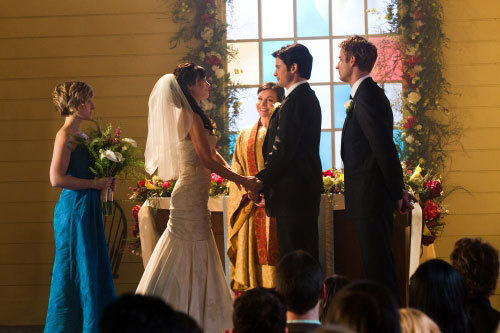 xxxxsammyxxxx wallpaper probably containing a bridesmaid and a business suit entitled Smallville Series Finale Photos
