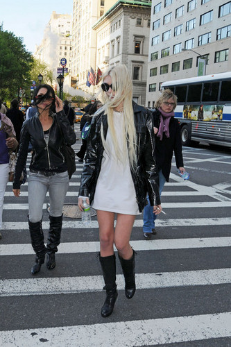 Taylor Momsen, 17, of The Pretty Reckless crossing the calle in NYC