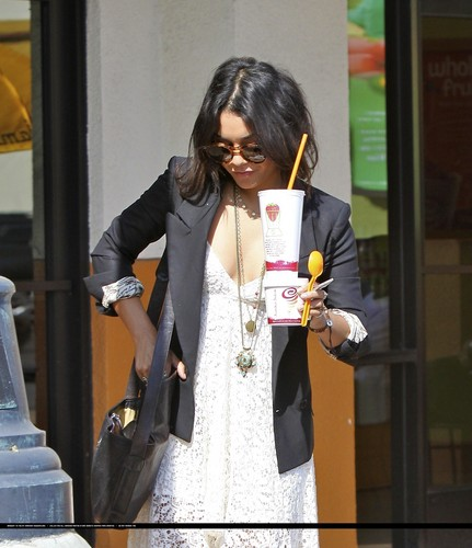 Vanessa - Out and about in Studio City - 05 May 2011